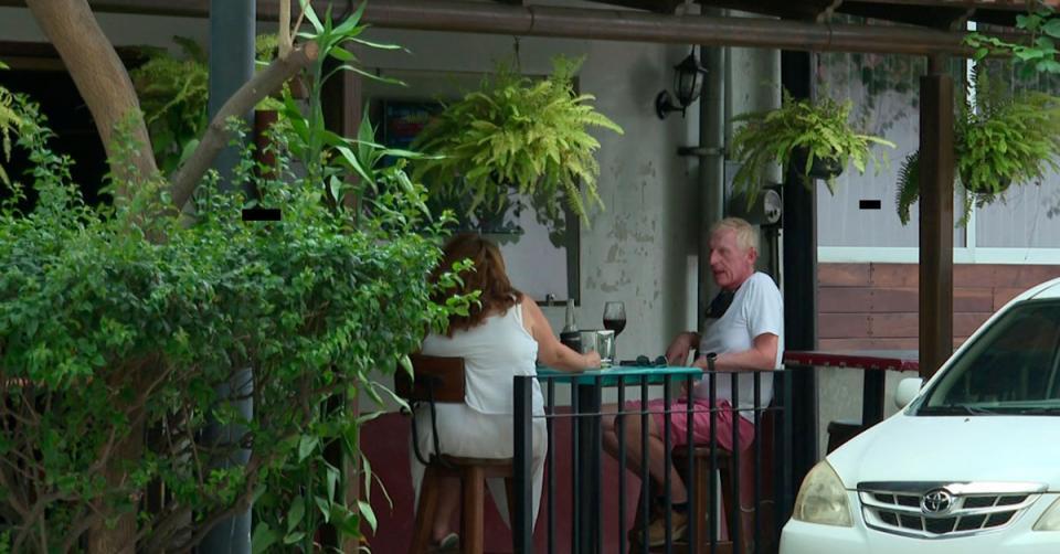 Gente en un restaurant