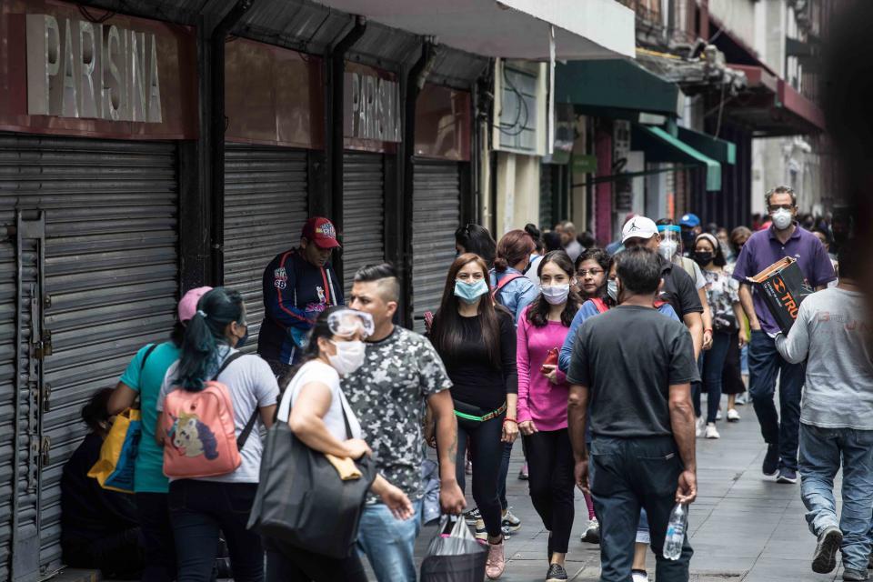 Gran afluencia de personas en el centro histórico de la Ciudad de México