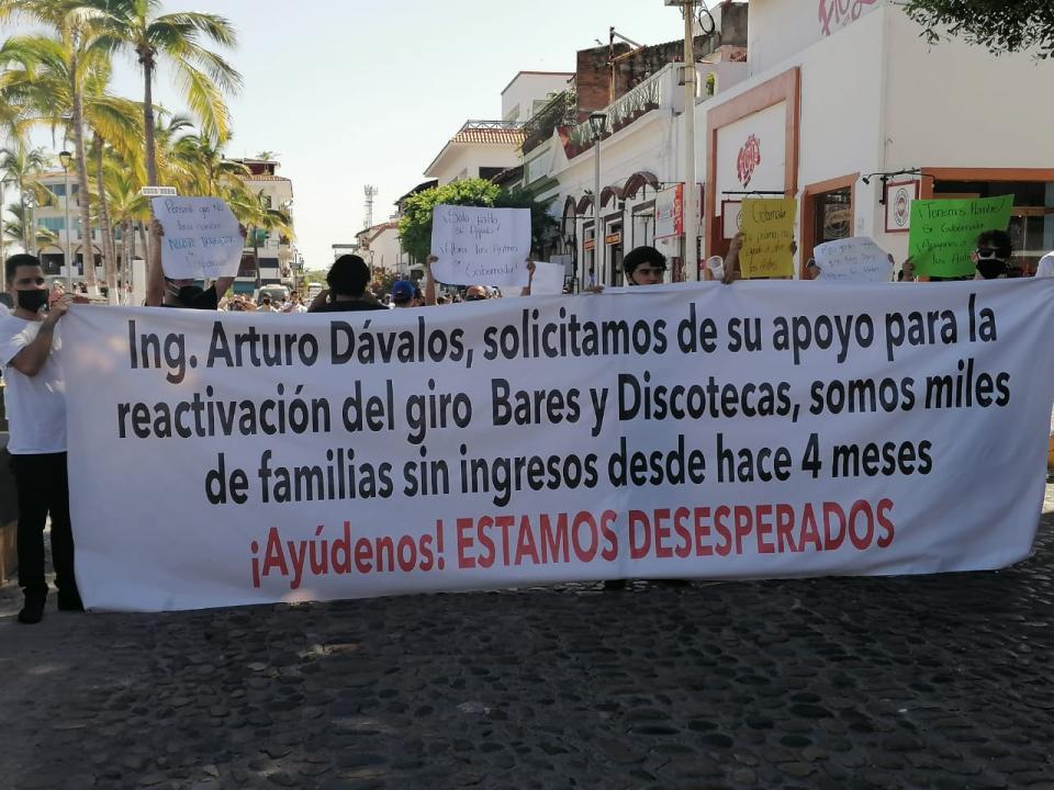 Manifestantes con una pancarta
