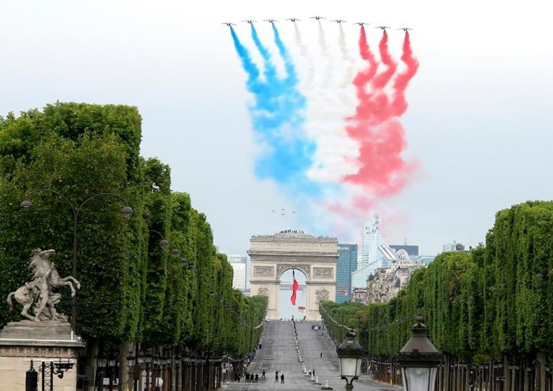 París celebra el 14 de julio-versión covid