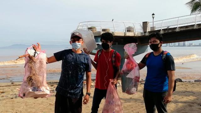 Limpieza en playas de Bioamigos