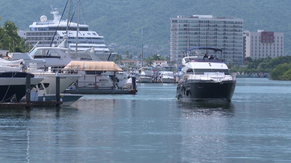 Embarcaciones en muelle de Marina Vallarta