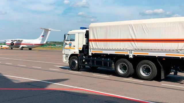 Un camión con equipamiento médico ruso