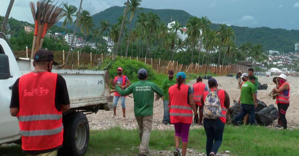 Sacaron cien bolsas de basura de playa Camarones