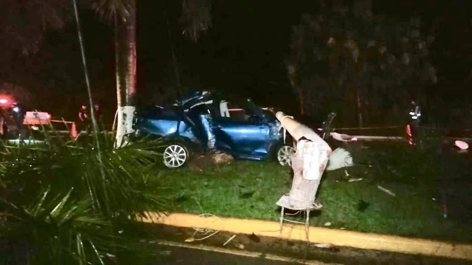 Pierde la vida vecino de La Cruz tras estrellar su coche azul