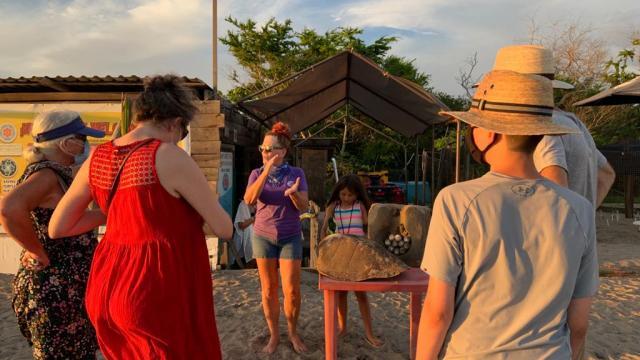 Campamento Tortuguero pide apoyo para compra de paneles solares