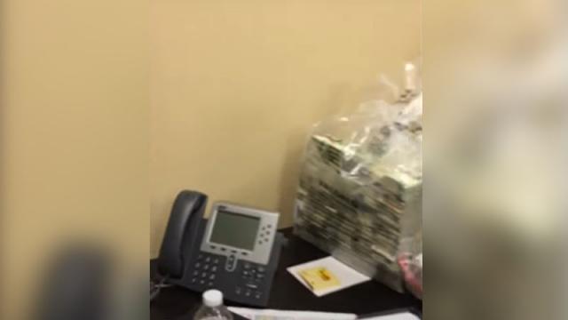 Circula video con bolsa repleta de billetes en caso Lozoya