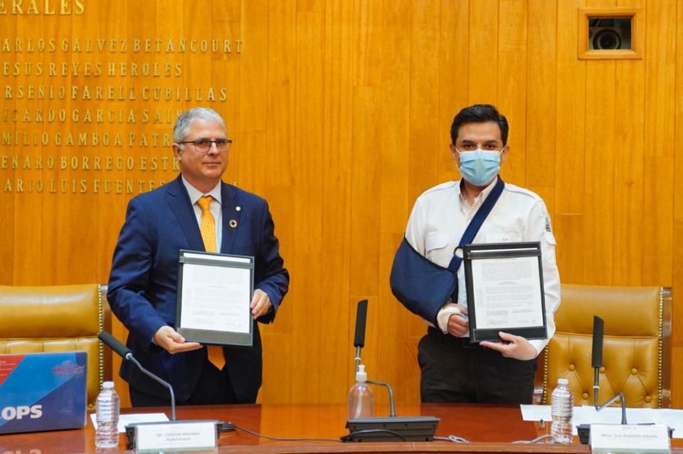 Zoé Robledo y Christian Morales