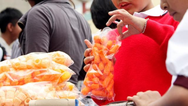 Prohibición de alimentos chatarra podría extenderse