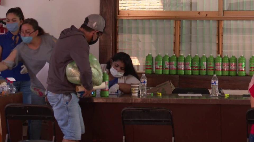 Entrega de despensas en Puerto Vallarta