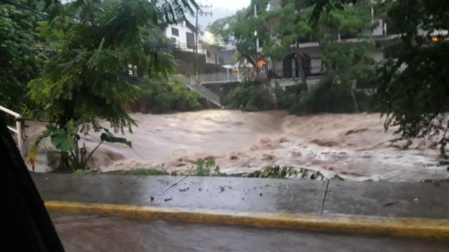 Se desbordó el Cuale en Paso Ancho