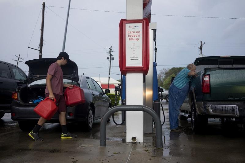 Petróleo presenta baja ante paso del huracán Laura