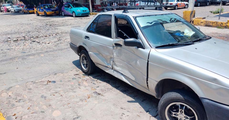 Auto abollado en el costado