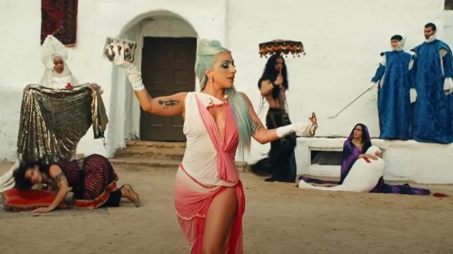 '911': el secreto detrás del nuevo clip surrealista de Lady Gaga