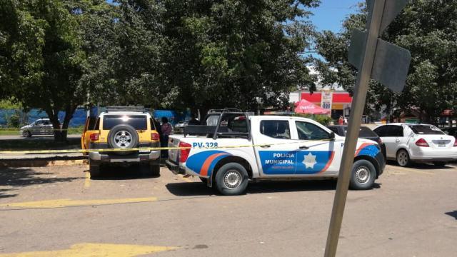 Patrulla de la policía municipal sobre libramiento