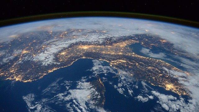 Meteoroide roza la atmosfera del planeta