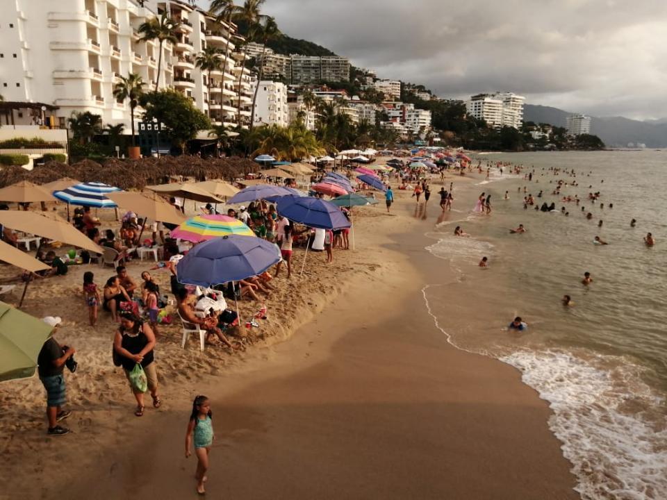 Playa de Los Muertos llena de turistas