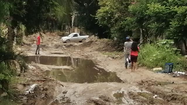 Calle llena de lodo