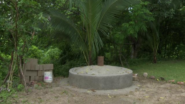 Base de concreto en río Pitillal