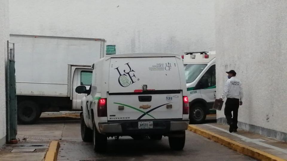 Camioneta de SEMEFO