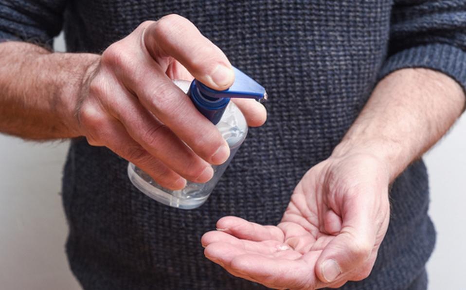 Cofepris denuncia gel antibacterial con metanol