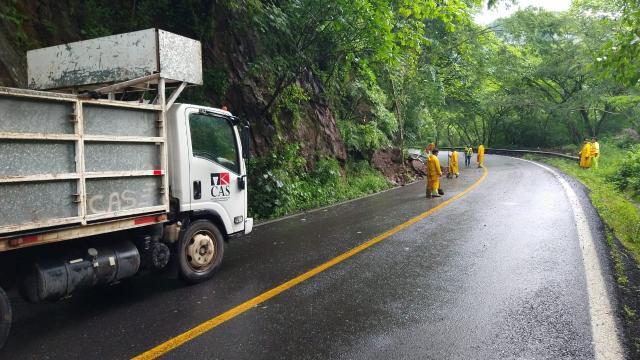 Derrumbe carretera 200