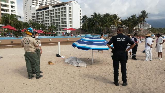 Muere vendedor de playa