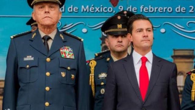 salvador cienfuegos ex secretario de la defensa detenido en estados unidos aqui con peña nieto