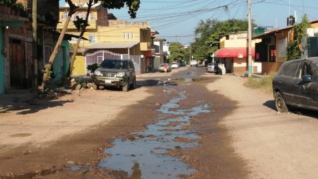 Fuga de agua potable en colonia San Esteban