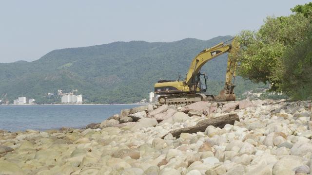 Maquina de construcción en Arcos de Mismaloya