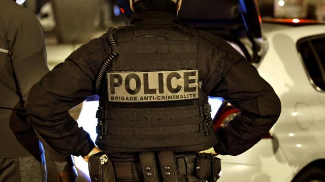 Policía en París, Francia