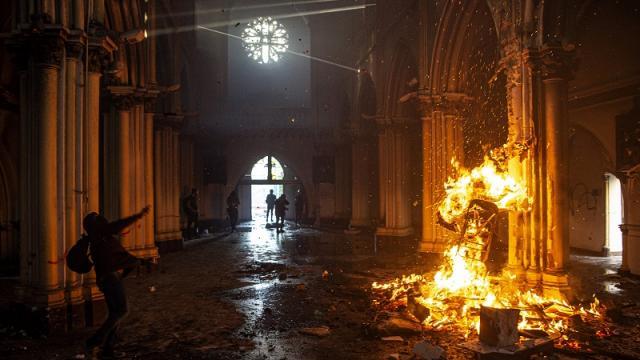 Incendio en iglesia de Santiago, Chile