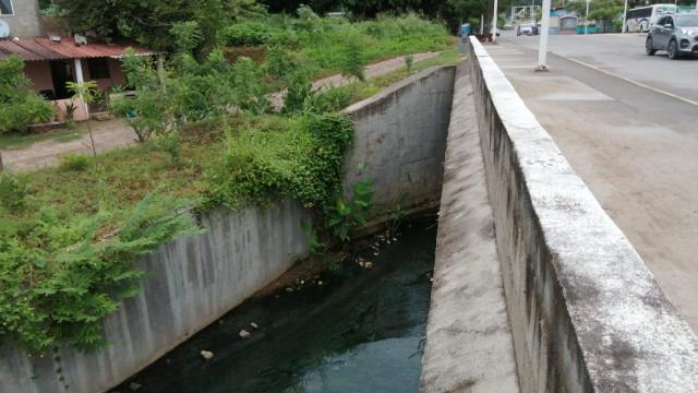 Aguas negras en canal
