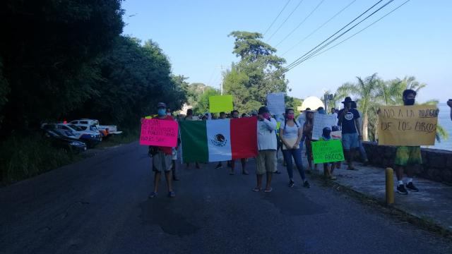 Manifestantes en Mismaloya