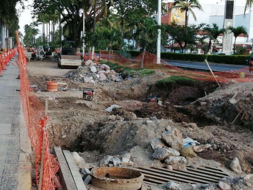 Reparación de lateral en avenida de ingreso