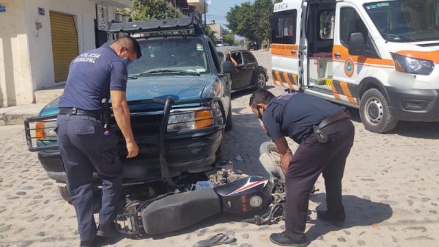 Accidente entre motociclista y camioneta en colonia El Mangal