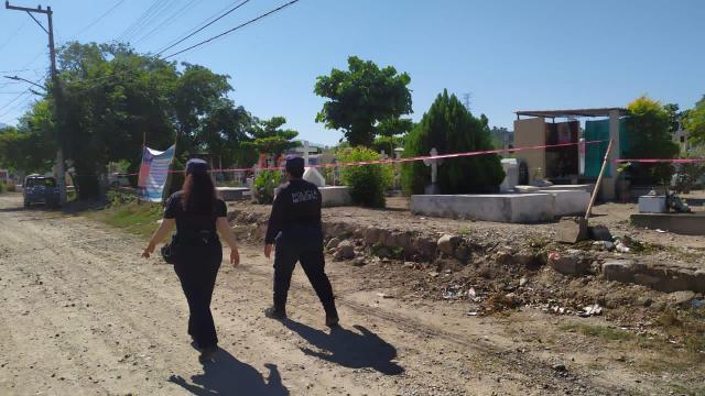 Policía vigila panteones el Día de Muertos