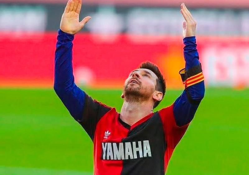 Messi le rinde homenaje a Maradona
