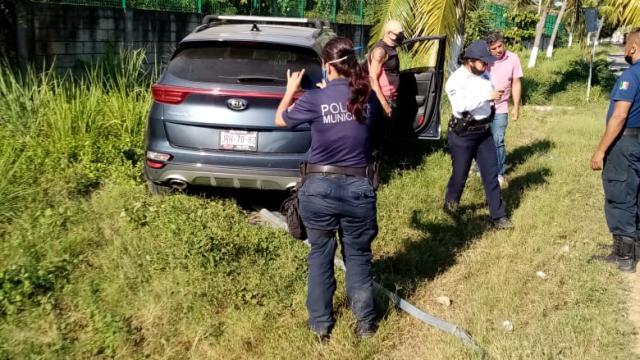 Policía Municipal auxiliando un en un accidente