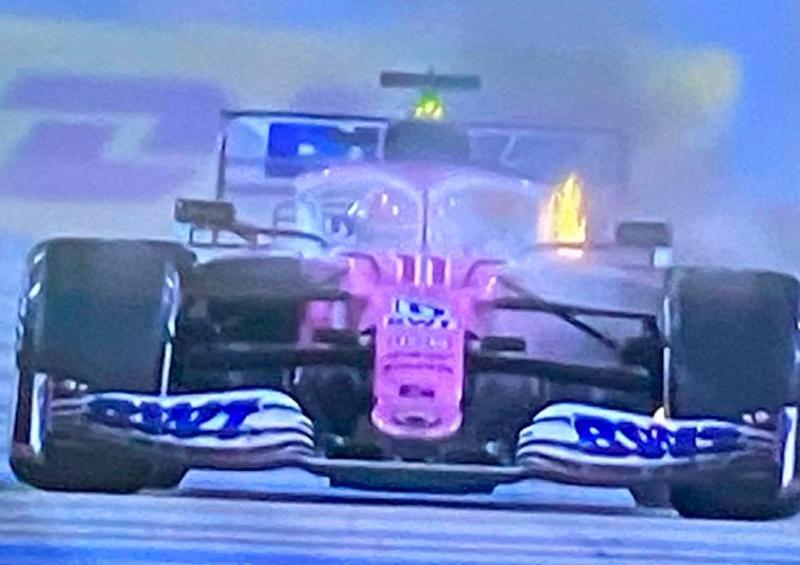 """Fuego le impide a """"Checo"""" Pérez terminar el GP de Baréin"""