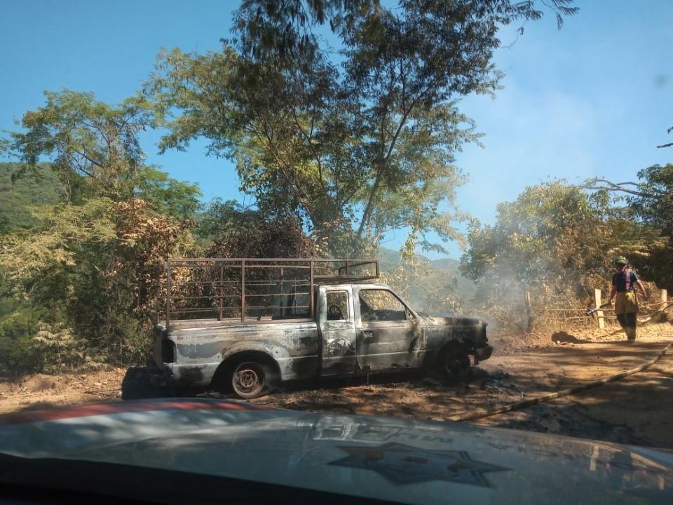 Camioneta incendiada en el Cuale