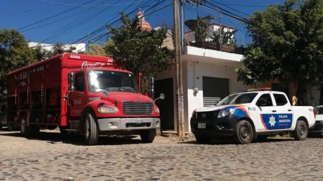 Policías atendiendo reporte de asalto