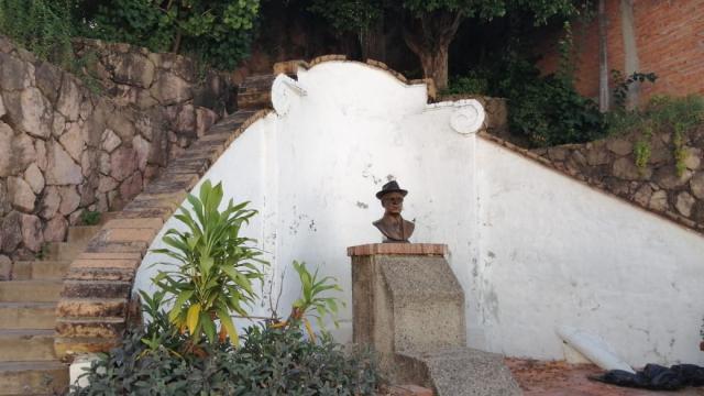 Monumento a Agustín Flores Contreras