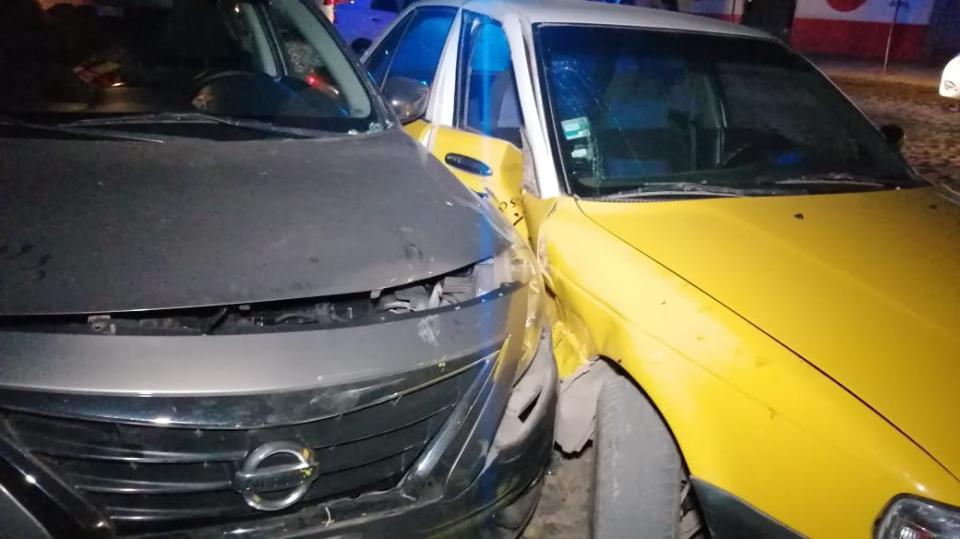 Choque contra un taxi