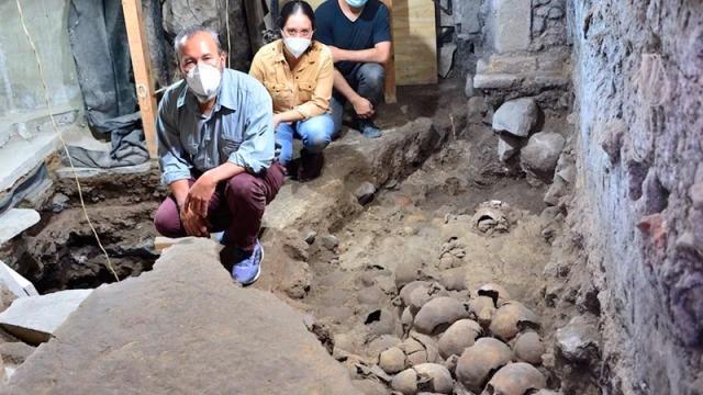 Descubren 119 cráneos de la época de Tenochtitlan en Centro Histórico