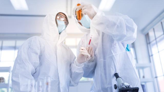 Científicos investigan spray nasal para prevenir el covid-19