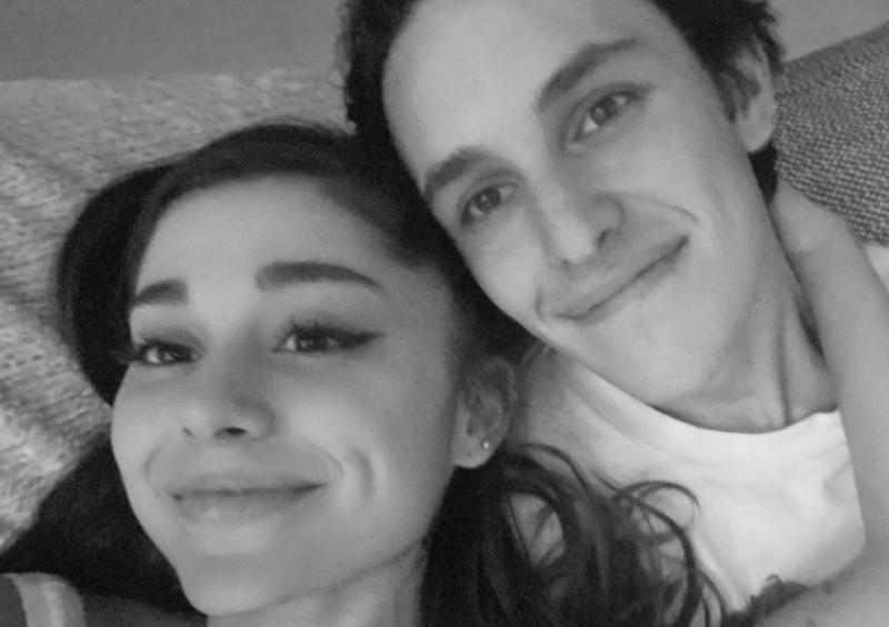 Ariana Grande se compromete con Dalton Gómez