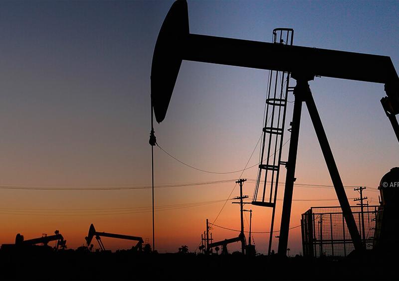 El petróleo sube impulsado por el plan de estímulo en EEUU y el dólar bajo