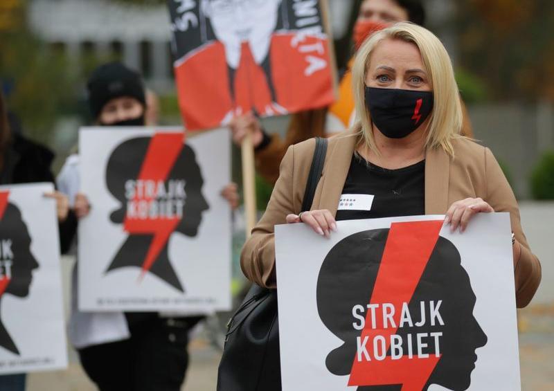 manifestación en Polonia por el aborto y contra los conservadores