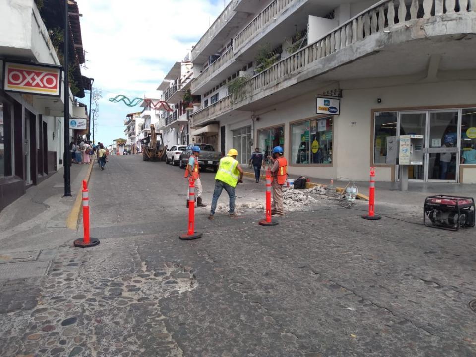 Reparan calle